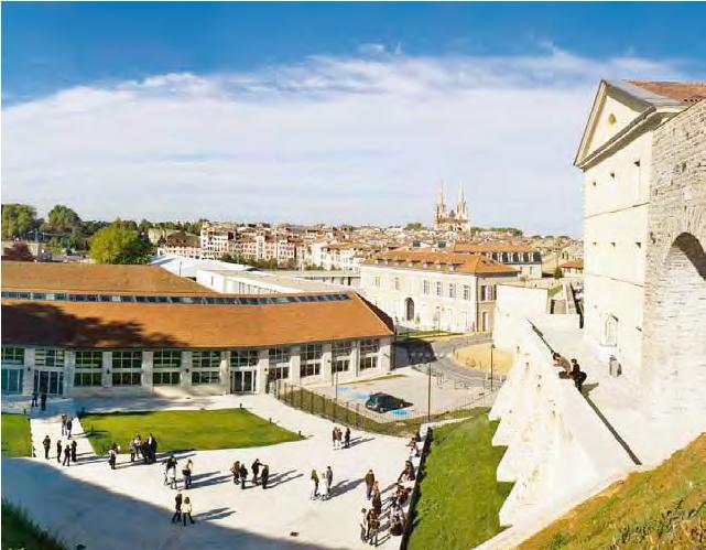 Le pari r ussi d un campus en centre ville bayonne for Au bureau bayonne