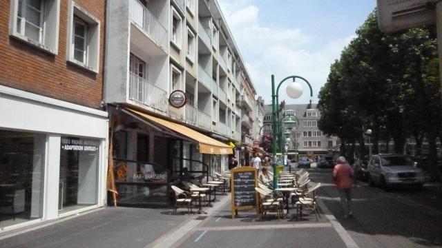 Lisieux une rue pi tonne le temps de la pause d jeuner for Piscine lisieux